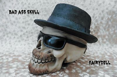 BAD ASS!  BEARDED GRINNING SKULL WITH SHADES AND HAT  # WEIRD  (14x14x12cm)