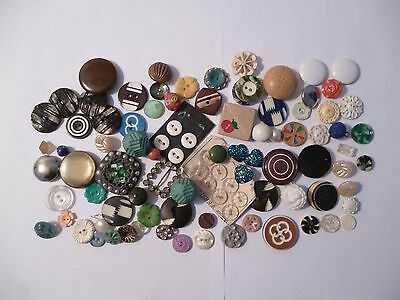 Small Collection of Mixed Vintage Buttons