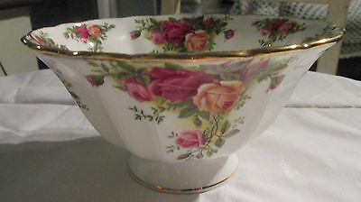 Beautiful Royal Albert Old Country Roses Footed/Ribbed Bowl~1st Qualitity.