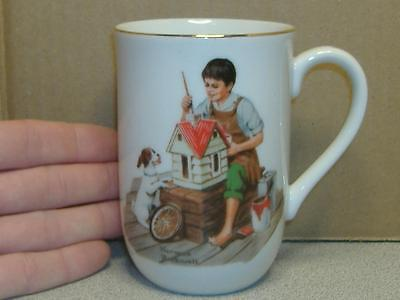 """Vintage 1982 NORMAN ROCKWELL MUSEUM 4"""" COFFEE CUP MUG """"A Dollhouse for Sis"""" Art"""