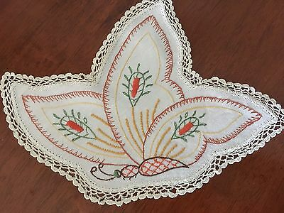 Gorgeous Vintage Linen Butterfly Shaped Embroidered small doily Lace Edge Exc