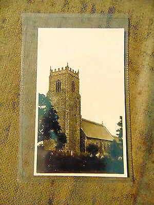 A vintage black and white postcard feat.unknown church unused (no information)