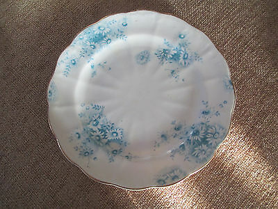 3 Vintage tea cups and 6 matching tea plates: pretty blue and white floral china