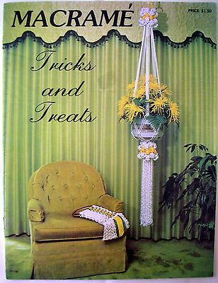 MACRAME 'Tricks and Treats' Vintage 24 Page Booklet 1976 - Knots Projects Photos
