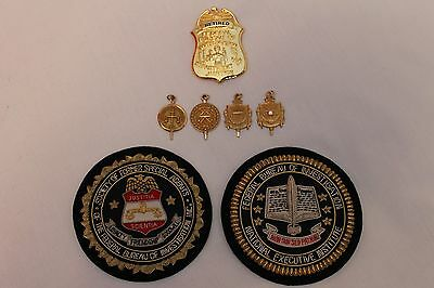 FBI SERVICE BADGES x 4 IN SOLID GOLD. RETIRED BADGE. 2 BULLION PATCHES & PLAQUE