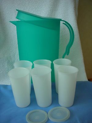 VINTAGE TUPPERWARE -- LARGE GREEN POUR N STORE JUG with 6 WHITE BEAKERS