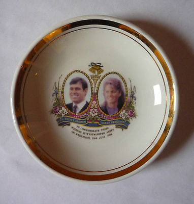 1986 Commemorative Plate For The Wedding Of Prince Andrew & Sarah Ferguson - Vg