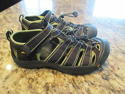 Keen closed-toe sandals washable water shoes boys kids size 4 navy green EUC