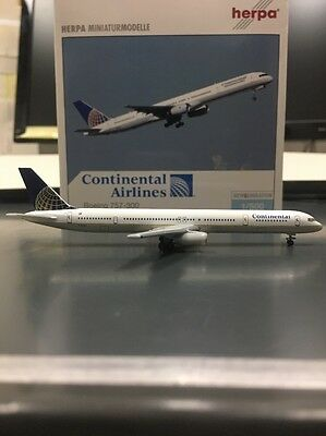 Herpa 1:500 scale diecast model Continental Boeing 757-300 commercial airliner