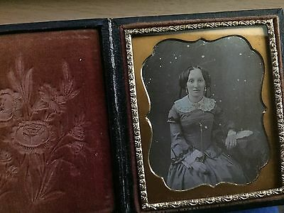 RARE DAGUERREOTYPE VINTAGE: Beautiful Lady with Gilt Jewelry  Dag