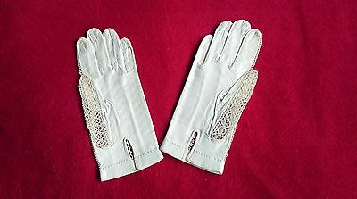 Vintage Pair Of White Leather And Lace Gloves (Small)