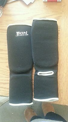 Boys  Black And White Martial Arts Shin Pads  Size Approx 5/9 Years Kids