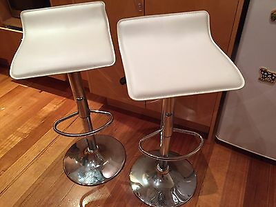 2x White Kitchen Bar Stools – Great Condition