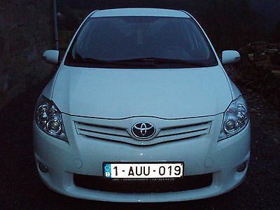 toyota auris executive GPS  1,3 L essence 03/2011 -70000 km