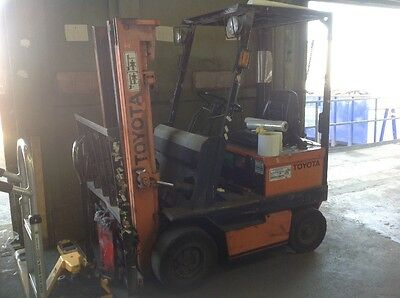 Toyota electric fork lift with side shift
