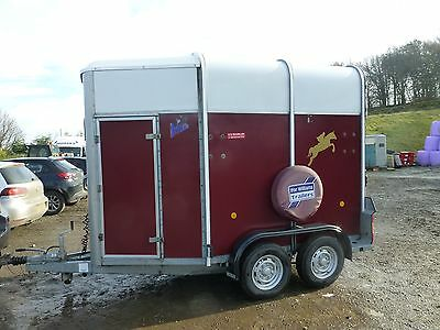 Ifor Williams 505 Double Horse Trailer In Burgundy
