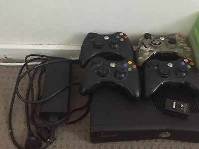 Xbox 360 Slim 250gb + 17 Games and accessories