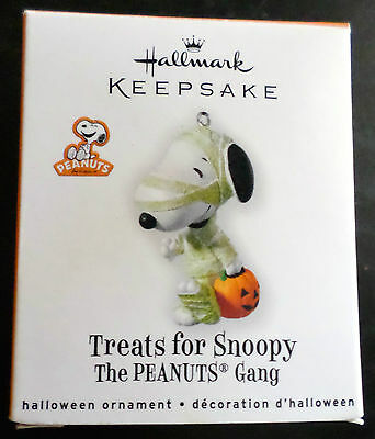 Beautiful Hallmark Keepsake Ornament Peanuts Treats for Snoopy