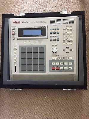 AKAI MPC 3000 With Odyssey Flight Case and 100mb Iomega Zip drive