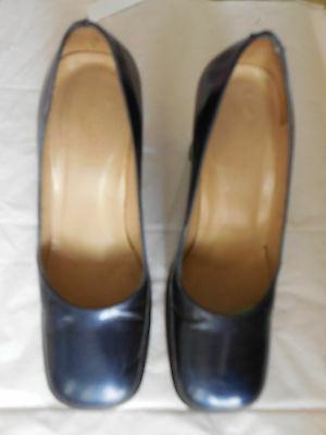 Made in Italy Gucci all leather pumps, size 7 B.