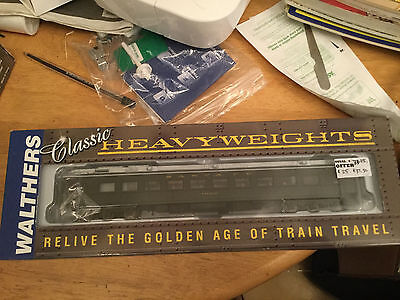 Walthers  Heavyweight Chair Car Santa Fe (with silver roof) 932-10352