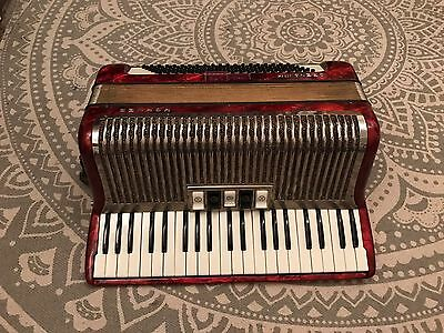 Hohner Carena M III 120 Bass Accordion