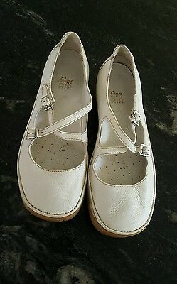 Clarks active air womens cream shoes size 5