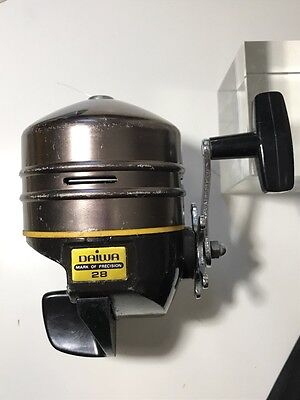 Fishing Reel (Vintage?) DAIWA 28 Closed Face, Left Hand Side Set up, Korea Made