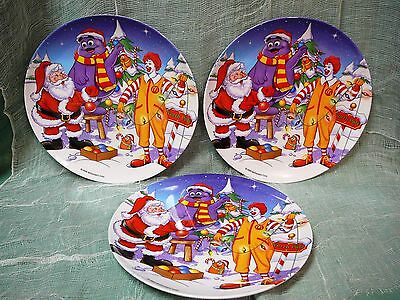 "RONALD McDONALD PLASTIC COLLECTOR CHRISTMAS PLATES  9 ½""  DATED 2000  LOT OF 3"
