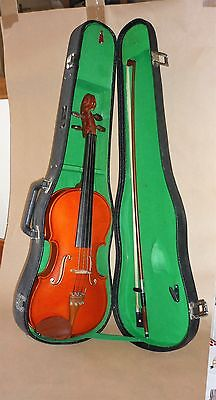 Stentor student violin 3/4 size with case & bow
