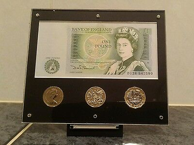 2017 Royal Mint £1 display with pound note, (coins not included)