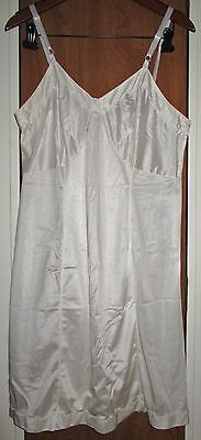 Vintage Sears ivory nylon full slip Plus size 40 excellent condition