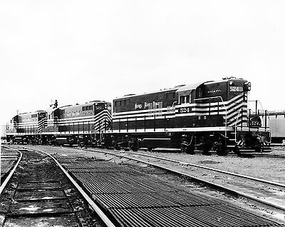 """8""""x10"""" b&w NICKEL PLATE publicity photo of new GP9s"""