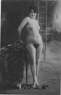 French NUDE real photo postcard circa 1920 LAPENSEE203