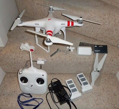 DJI PHANTOM 2 VISION+ Drone with 14MP camera. 2 batteries. Spare blades. Remote.