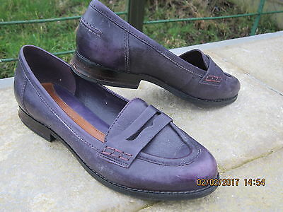 Ladies Clarks slip on leather loafers shoes size 6.5