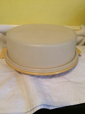 Tupperware # 719 Gold Cake Pie Carrier with Clear Lid # 720 NO HANDLE