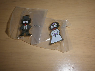Robertsons Badges x 2 - Bride and Groom
