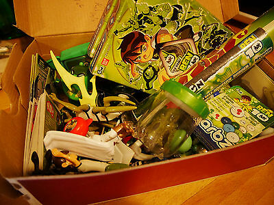 Ben 10 Ultimate Figure and Card Set