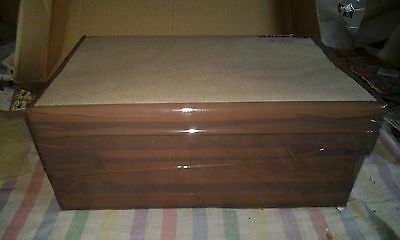 Box of Great Britain Commemorative Kiloware 1.156Kg OFF paper many high values!