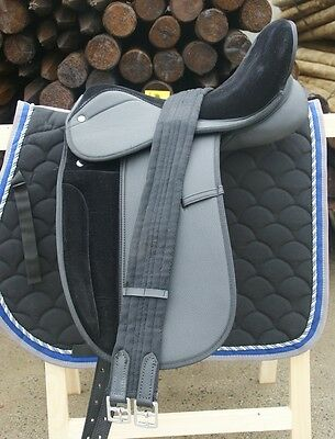 """Selle Dressage Synthetique Equitation Cheval 17.5""""  - Noir Equipee Sesydr1"""