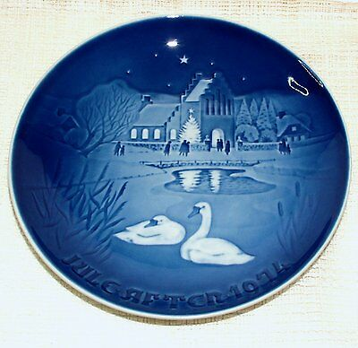 Bing & Grondahl CHRISTMAS PLATE 1974 Christmas in the Village