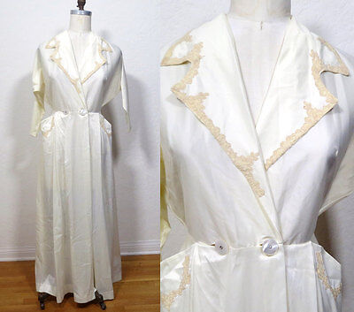 Vintage 1940s white ivory Dressing Gown. Pinup Embroidered Lace Rhinestones