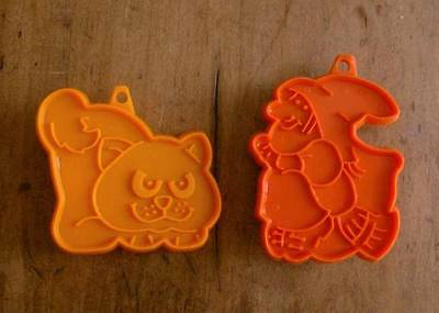 TWO Orange Plastic Vintage HALLMARK HALLOWEEN COOKIE CUTTERS Witch and Cat