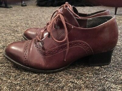 UK 4 Vintage Shoes - 1940's Style brown lace-up heeled brogues