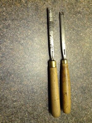 2 Shallow Gouge Carving Chisels.