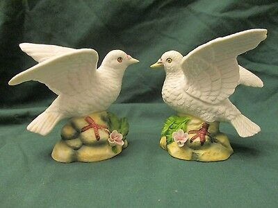 """Vintage Royal Crown Pair Of Dove Figurines Lot Of 2 - 4.5"""" Tall"""