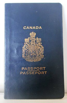 OLD CANADA CANCELLED COLLECTIBLE  Passport 1973
