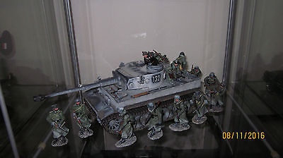 King Country WS220 WINTER TIGER 1 TANK-MINT IN BOX+ 12 soldiers- MInt in Box