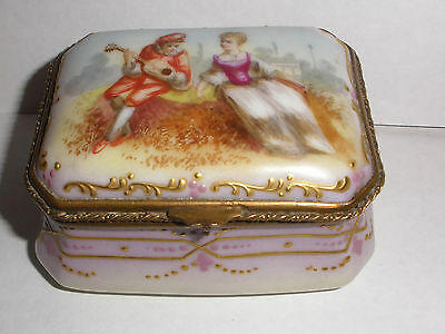 Great antique 1800`s French porcelain hand painted trinket box love couple scene